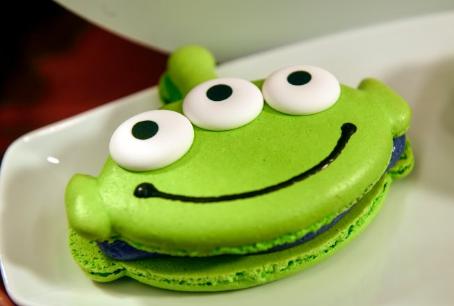 Toy Story Alien Macaron