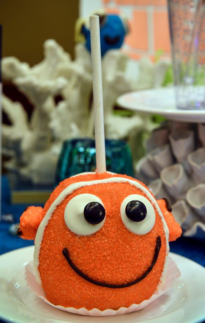 """""""Finding Nemo""""-inspired clownfish cake pop"""